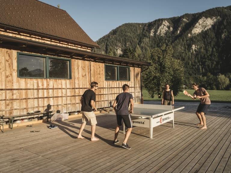 Tischtennis am Raftingcamp