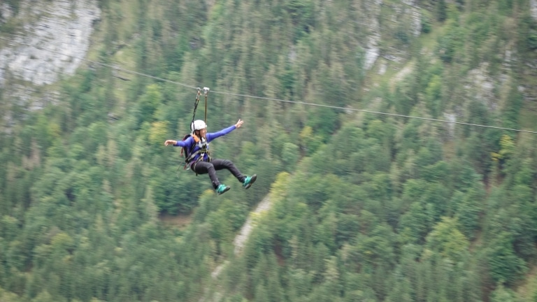 Seilrutschenparcours in luftiger Höhe